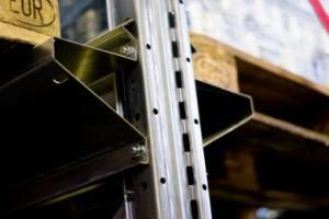 Набивные (глубинные) металлические стеллажи: использование паллет