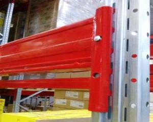 Паллетные (фронтальные) металлические стеллажи: горизонтальные балки как элемент конструкции
